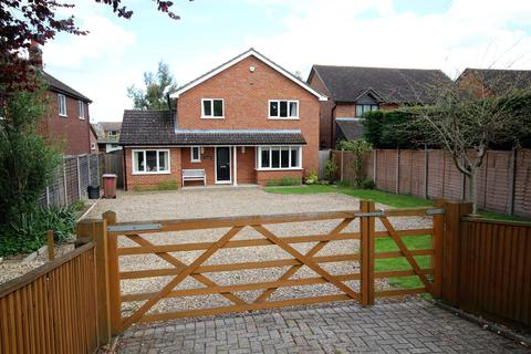 4 bedroom detached house to rent - Vine House, Park Lane, Charvil, Reading