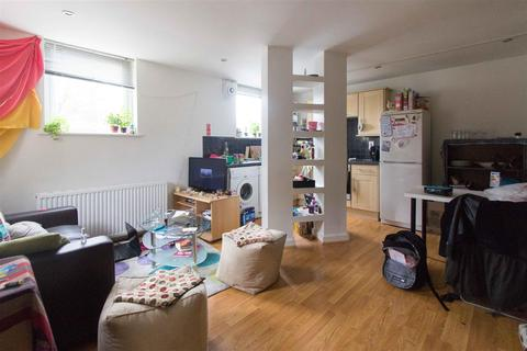 2 bedroom flat to rent - Flat 5, 23 Cliff Road - Design House, HydePark