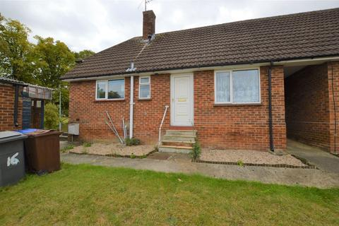 2 bedroom bungalow for sale - Priory Avenue, Haverhill, Suffolk, CB9 8HQ