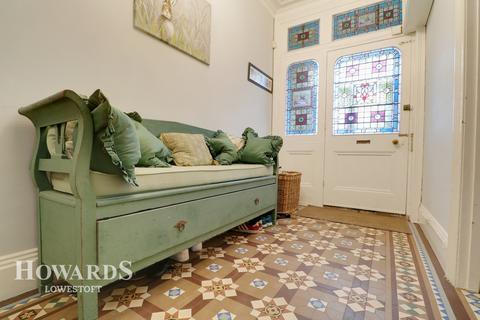 6 bedroom semi-detached house for sale - Park Road, Lowestoft