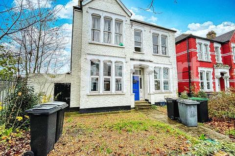 3 bedroom apartment to rent - Belmont Road, London, N15