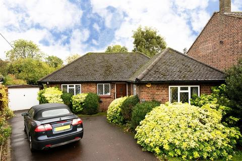 2 bedroom bungalow for sale - Rowan Walk, Hornchurch, RM11 2JA