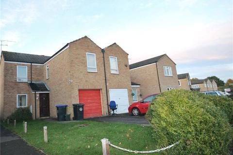 3 bedroom semi-detached house to rent - Roundthorn Way, Woking, Surrey, GU21