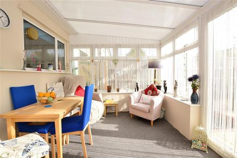 3 bedroom terraced house for sale - Araglen Avenue, South Ockendon, Essex