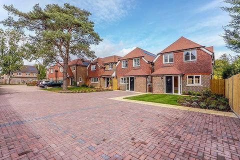 2 bedroom detached house to rent - Lambourne Close, Burpham, Guildford, GU4