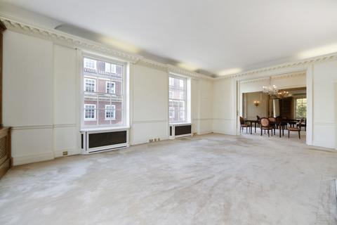 3 bedroom flat to rent - Grosvenor Square, London. W1K