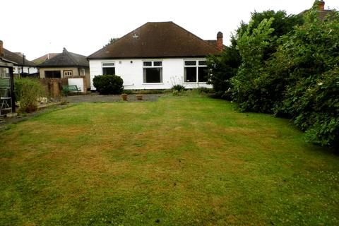 3 bedroom detached bungalow to rent - Corbets Tey Road, Upminster RM14