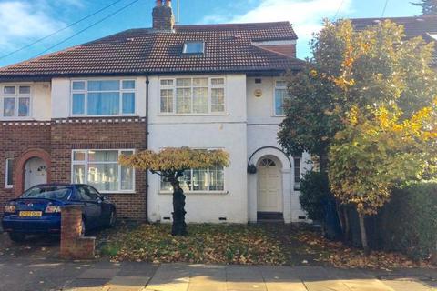 4 bedroom semi-detached house for sale - Medway Drive, UB6