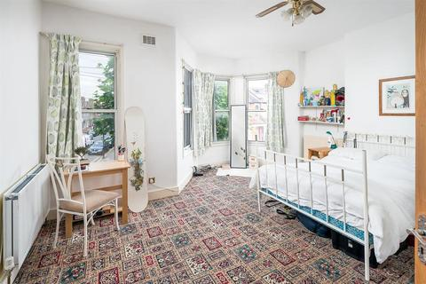 4 bedroom terraced house to rent - Crescent Road, London, N15
