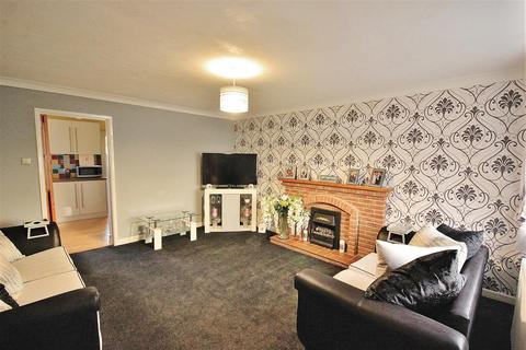 3 bedroom semi-detached house for sale - Maureen Close, Parkstone, Poole