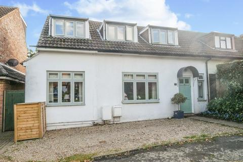 4 bedroom semi-detached house for sale - Westwood Green, Cookham.