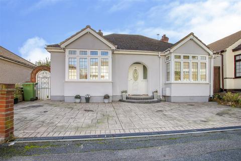 2 bedroom detached bungalow for sale - Cranham Road, Hornchurch