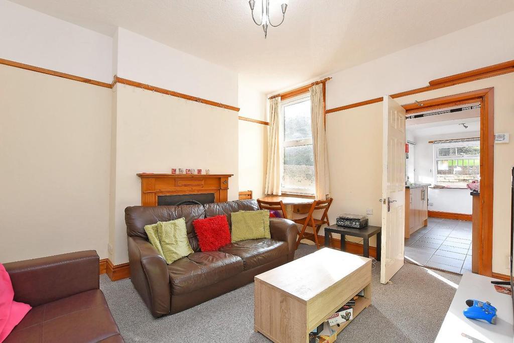 47 Brighton Terrace   living room.jpg