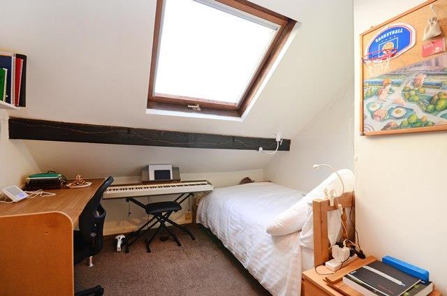 BT47   Room 5, pic 2.JPG