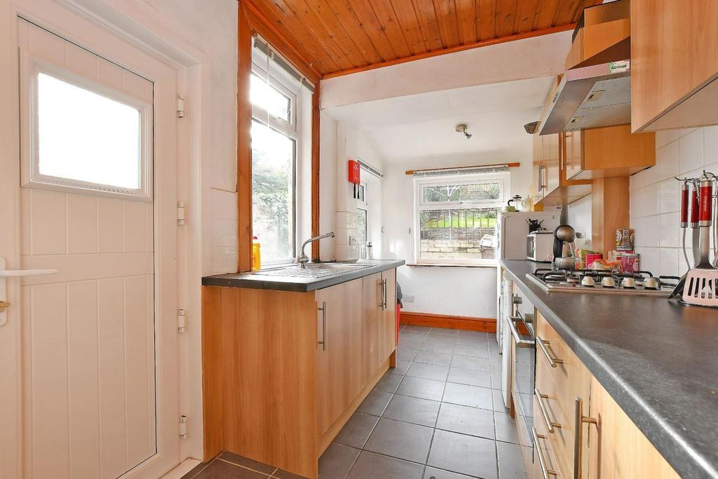 47 Brighton Terrace   kitchen.jpg