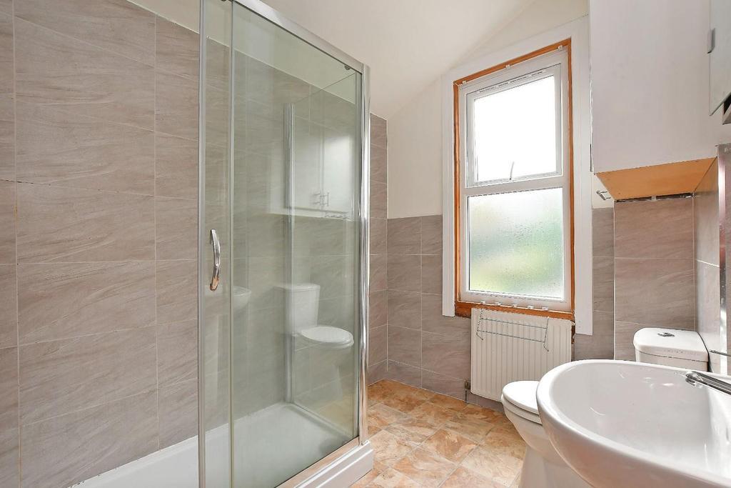 47 Brighton Terrace   ensuite, bedroom 3.jpg