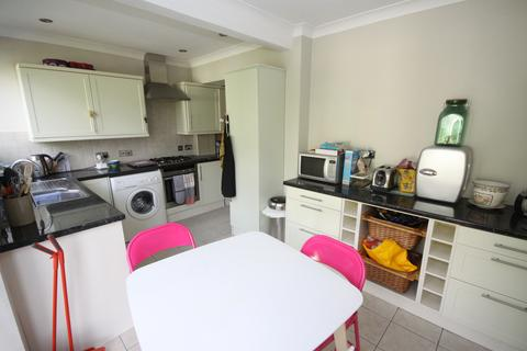 3 bedroom semi-detached house to rent - Portland Avenue, Bromley BR1