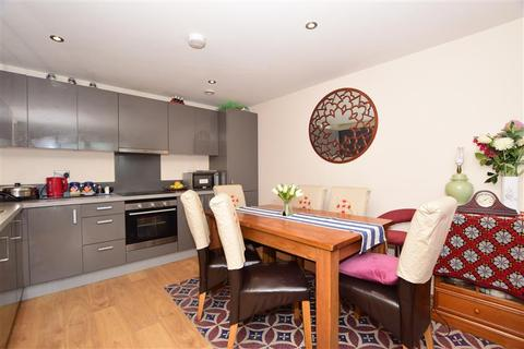2 bedroom apartment for sale - Townhall Square, Crayford, Kent