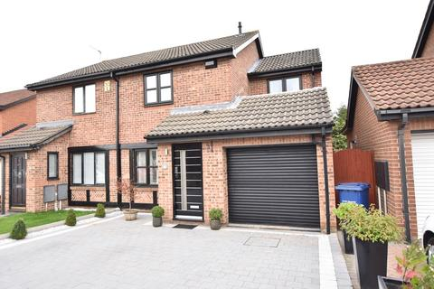 3 bedroom semi-detached house for sale - Wimborne Close, Harden Park