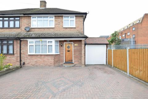 3 bedroom semi-detached house to rent - Como Street, Romford