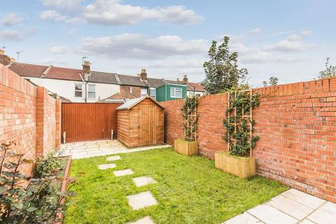 2 bedroom terraced house to rent - Manor Park Avenue, Portsmouth