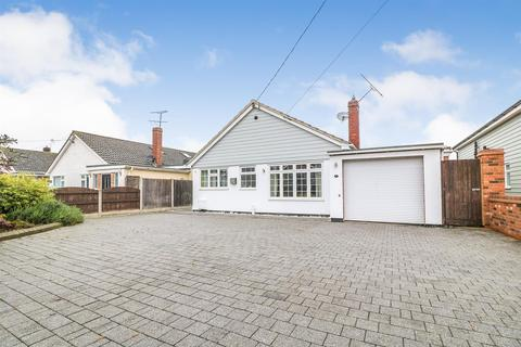 4 bedroom detached bungalow for sale - Princes Avenue, Mayland, Chelmsford
