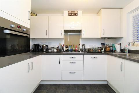 3 bedroom semi-detached house for sale - Morris Drive, Belvedere