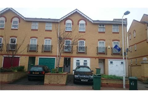 1 bedroom house share to rent - Angelica Drive, Newham