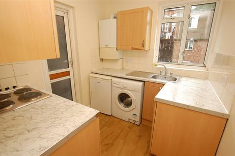 2 bedroom apartment for sale - Western Court, Chandlers Way, Romford, RM1