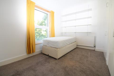 1 bedroom house share to rent - Wellmeadow Road, Catford, SE6