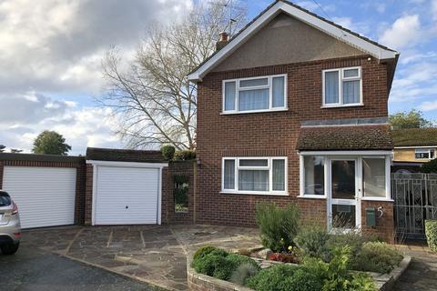 3 bedroom detached house for sale - Brambledown, Laleham upon Thames, TW18