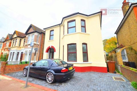 4 bedroom terraced house to rent - Park Avenue, Barking, Essex, IG11