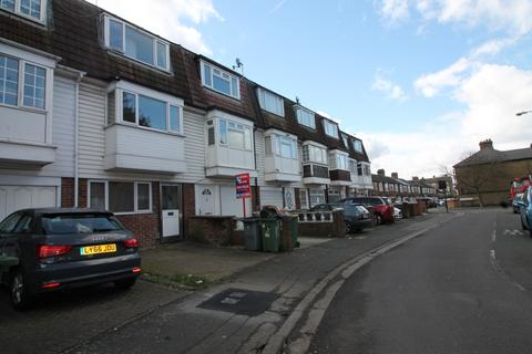 4 bedroom terraced house to rent - Wilkinson Road, London, E16