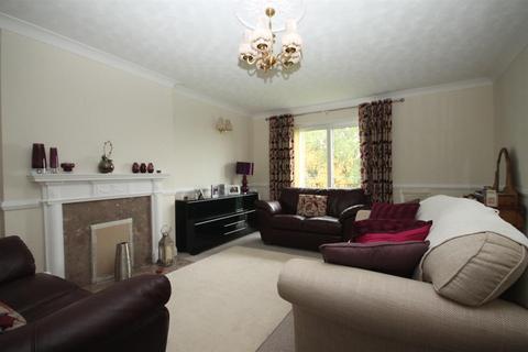 2 bedroom flat - Harlow Grange Park, Beckwithshaw, Harrogate, HG3 1PX