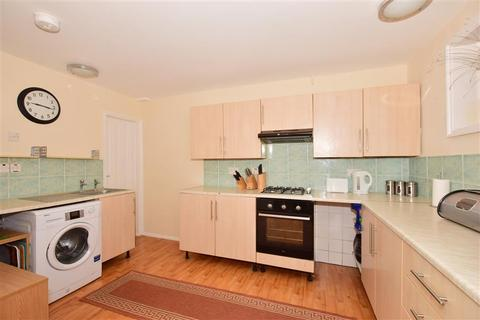 4 bedroom end of terrace house for sale - Winstanley Road, Sheerness, Kent