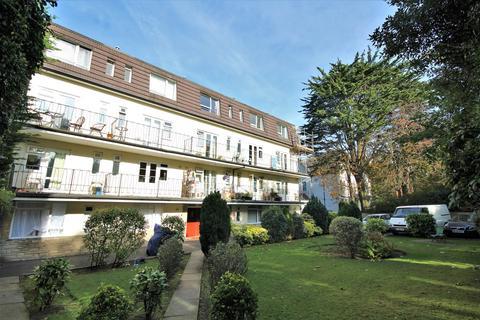 Studio to rent - Knyveton Road, Bournemouth, BH1