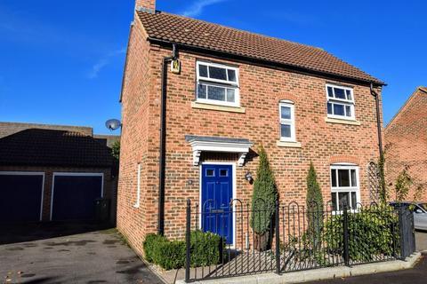 3 bedroom detached house for sale - Cavendish Way, Aylesbury