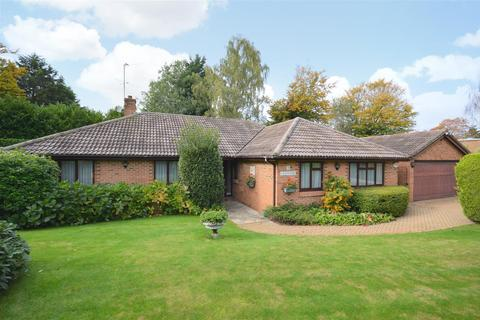 4 bedroom detached bungalow for sale - Summerlay Close, Kingswood