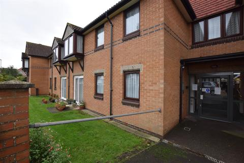 1 bedroom flat for sale - Portland Close, Chadwell Heath, Romford