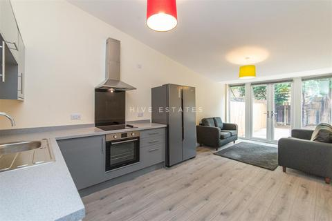 4 bedroom terraced house to rent - Copland Terrace, Shieldfield, Newcastle Upon Tyne