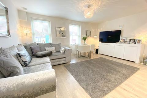 2 bedroom flat for sale - Godfreys Mews, Moulsham Street, Chelmsford, Essex, CM2