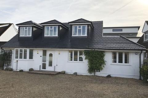4 bedroom chalet to rent - WHARF ROAD, WRAYSBURY, TW19