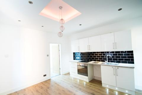 2 bedroom apartment for sale - NEWLY RENOVATED GROUND FLOOR FLAT