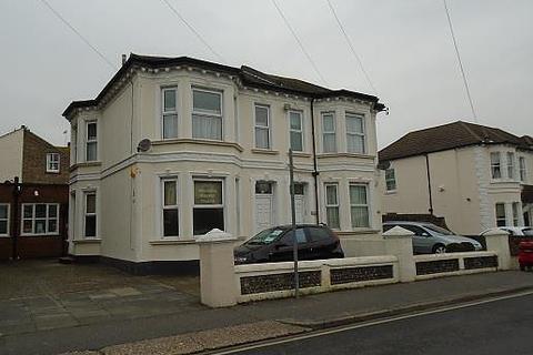 3 bedroom flat to rent - Christchurch Road, BN11