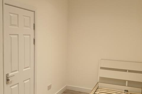 5 bedroom semi-detached house to rent - St Georges Road