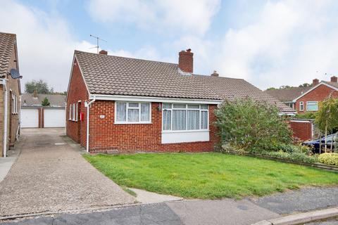 2 bedroom semi-detached bungalow to rent - Grange Close, Horam TN21
