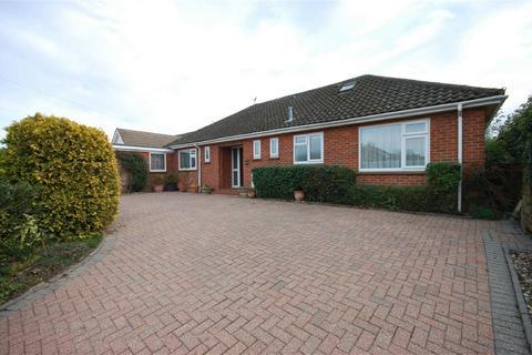 3 bedroom detached bungalow for sale - Windsor Road, Aylesbury, Buckinghamshire