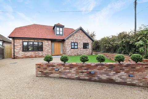 4 bedroom detached bungalow for sale - Main Road, Knockholt