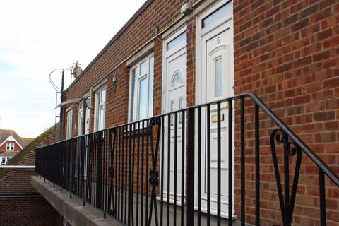 Studio to rent - Middlesex Road, Bexhill on Sea