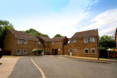 Studio to rent - Linden Road, Coxheath, Maidstone